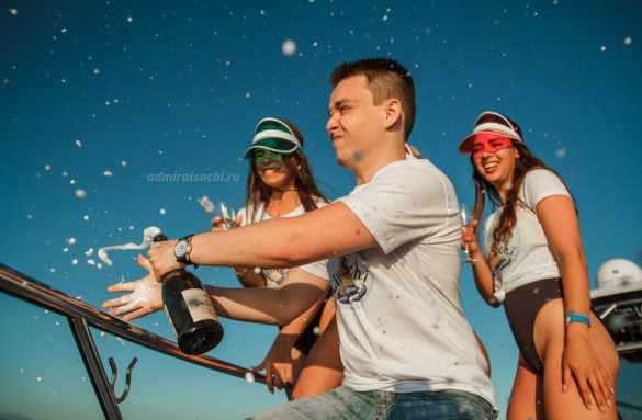 Фотосессия на яхте в море Сочи