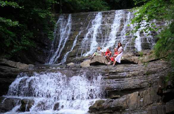 Фотосессия на Змейковских водопадах в Сочи