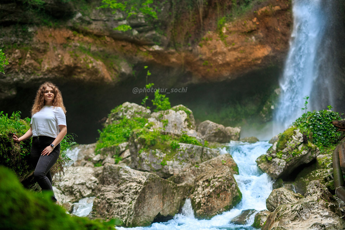 Фотосессия на водопадах Пасть дракона в Сочи