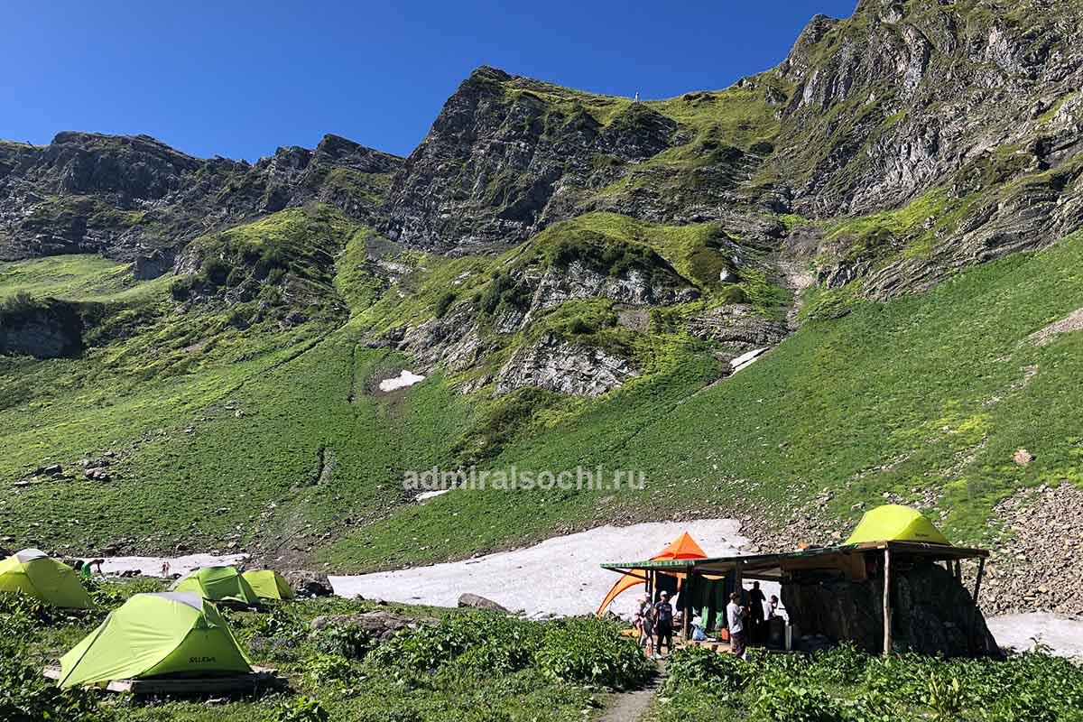 Палаточный лагерь в горах