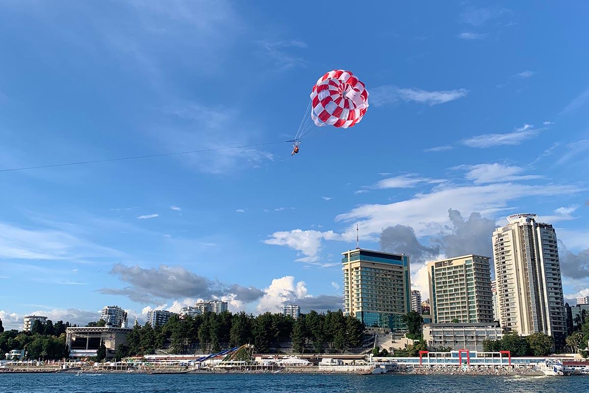 Полет на парашюте на катером
